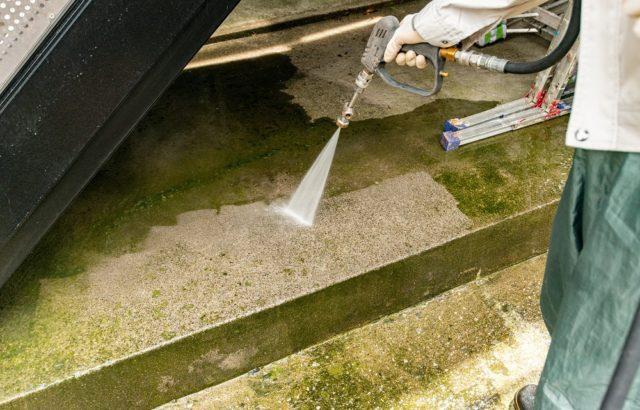 千葉市で外壁塗装前の洗浄作業をしました。