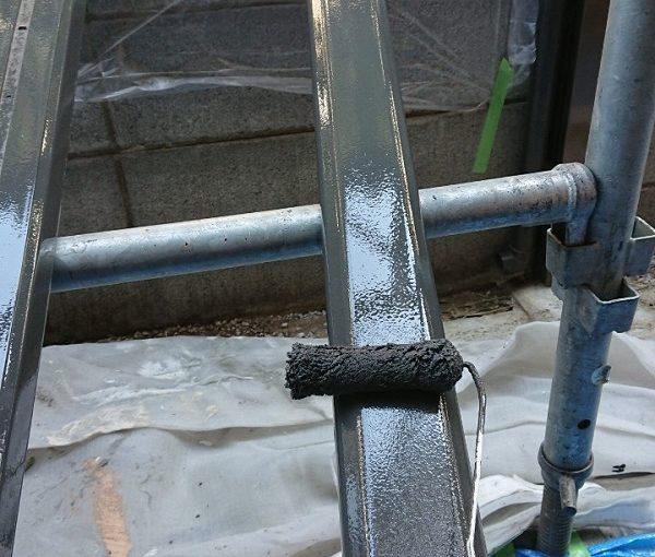 千葉県千葉市花見区 外壁塗装 付帯部塗装 エアコン配管カバー、外すか外さないか