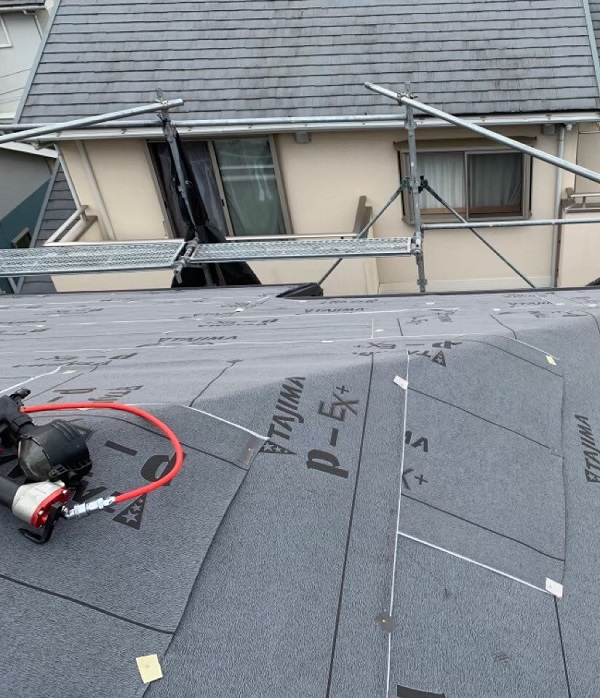千葉県成田市 H様邸 屋根重ね葺き工事 外壁塗装 棟板金解体 ルーフィング貼り (6)