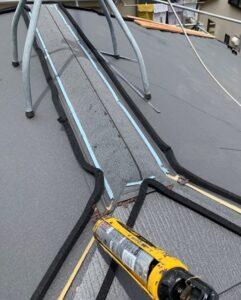 千葉県成田市 H様邸 屋根重ね葺き工事 外壁塗装 棟板金取り付け コーキングとは (1)