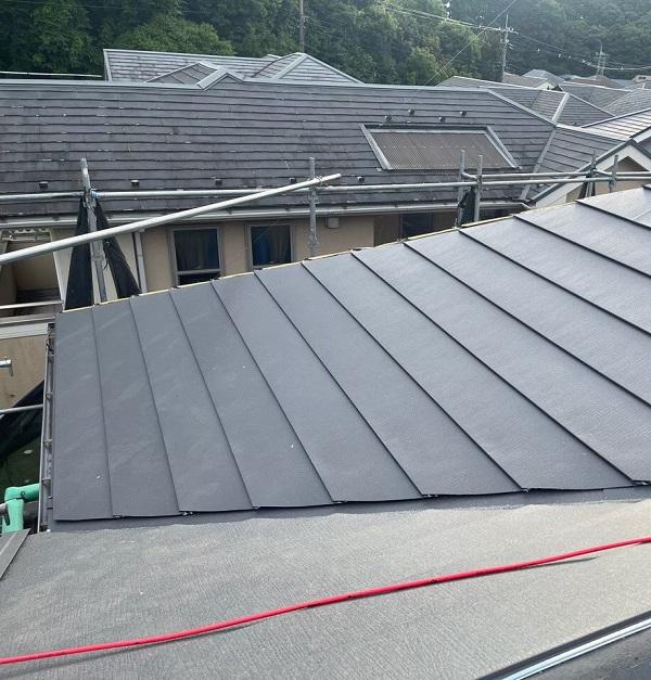 千葉県成田市 H様邸 屋根重ね葺き工事 外壁塗装 ガルバリウム鋼板 横葺き (1)