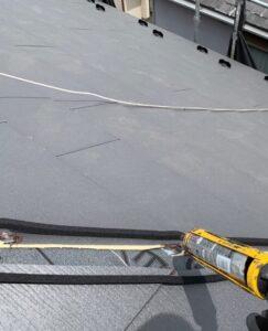 千葉県成田市 H様邸 屋根重ね葺き工事 外壁塗装 棟板金取り付け コーキングとは (2)