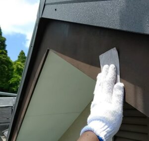 千葉県成田市 H様邸 屋根重ね葺き工事 外壁塗装 破風板塗装 塗装はDIYできる 写真付き塗装の工程 (1)